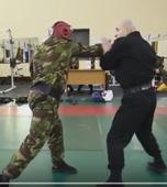 Как побить боксера и каратиста на улице: простая и эффективная техника от инструктора спецназа